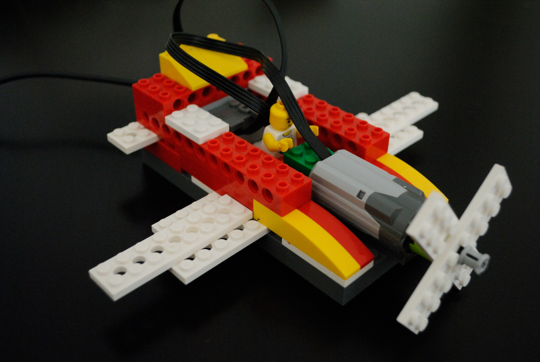 Create a airplane game controller with lego wedo
