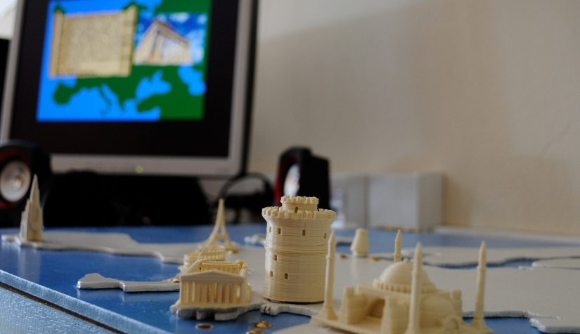Interactive European monuments board with raspberry pi and makey makey